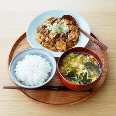 ykazu(カズ)さんはInstagramを利用しています:「今日の一汁一菜 新玉ねぎの麻婆豆腐、かき玉のおすまし ---- 新玉ねぎを使った子供も食べられる辛くない麻婆豆腐です。辛めがお好みでしたら味噌のタイミングで豆板醤を入れるだけです。分量は一人前の目安です。 新玉ねぎ半個は、かなり粗め 1cm弱…」