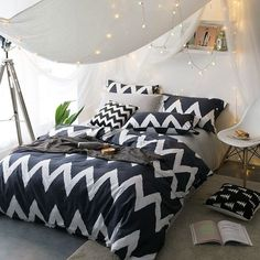Hipster Deep Blue and White Zigzag Stripe Print Masculine Style Shabby Chic Unique Full, Queen Size Bedding Sets Bedroom Ideas For Teen Girls Tumblr, Girls Bedroom Sets, Teen Girl Bedrooms, Childrens Bedroom, Black And White Bedspreads, Black Bedspread, White Wall Bedroom, Home Bedroom, Bedroom Decor