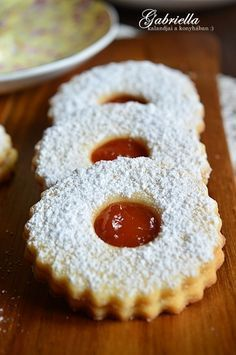 Gabriella kalandjai a konyhában :): A legomlósabb linzer Cookie Desserts, Sweet Desserts, Sweet Recipes, Cookie Recipes, Dessert Recipes, Hungarian Desserts, Hungarian Cake, Hungarian Recipes, Strawberry Recipes