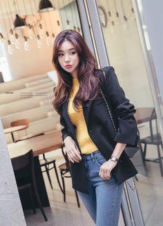 Korean Model 208 #koreanmodel #koreanbeauty #koreanfashion #model #beauty #fashion Pretty Asian, Korean Model, Model Pictures, Asian Woman, Bomber Jacket, Ruffle Blouse, Models, Blazer, Park
