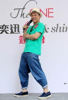 """Hong Kong singer Eason Chan held a signing event for his new Mandarin album """"rice & shine"""" in Hong Kong, China, June 8, 2014"""