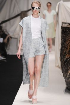 Alena Akhmadullina  Spring 2016 Ready-to-Wear Fashion Show