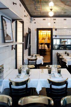 Anahi Restaurant in Paris - Reisen & Restaurants Restaurants In Paris, Restaurant Paris, Restaurant Design, Restaurant Ideas, Restaurant Interiors, Bistro Design, Cafe Design, Commercial Design, Commercial Interiors