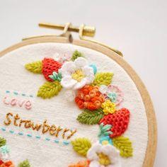 딸기자수 . . #꽃자수 #프랑스자수 #서양자수 #입체자수 #embroidery #woolstitch #수틀 #꽃 #자수타그램 #stitch #flower #자수 #handmade #handembroidery#리스#embroideryhoop #stitching #손자수#딸기