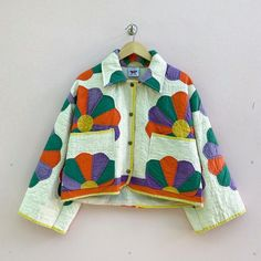 Cool Outfits, Fashion Outfits, Fashion Tips, Fashion Design, Textiles, Mode Inspiration, Quilted Jacket, Colorful Fashion, Diy Clothes