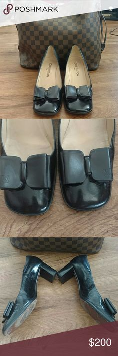 Authentic Louis Vuitton Leather Bow Pumps In GUC! Shoes have had previously love and have some very small signs of wear as shown in the last picture. Bows have the signature LV on them. Get these shoes while they are still available!  Date code: 0070 GI Louis Vuitton Shoes Heels