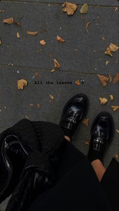 Creative Instagram Stories, Instagram Story Ideas, Autumn Aesthetic, Doc Martens Oxfords, Doc Martens Outfit, Aesthetic Pictures, Dream Life, All Black Sneakers, Cute Outfits