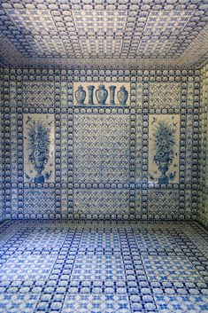 The interior of the 'Tente Tartare' garden folly at the Château de Groussay – covered floor-to-ceiling in Delft blue tiles.