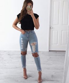 Women Jeans Outfit Latest Pakistani Fashion 2019 Khaki Pants For Women Long Puffer Jacket Fashion 2019 Summer Grey Pant Jeans And Heels Outfit – yuccarlily Light Blue Jeans Outfit, Blue Jean Outfits, Heels Outfits, Fashion Outfits, Fashion Hacks, Fashion Ideas, Fashion Tips, Elegantes Outfit Frau, Ripped Knee Jeans