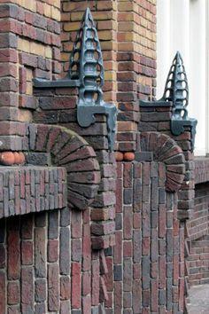 Fer à cheval - Jan Willem Brouwerstraat - Façade centrale avec tours - Masonry - Exterior Stairs, Exterior Cladding, House Paint Exterior, Exterior House Colors, Exterior Design, Brick House Designs, Brick Design, Art Nouveau, Stucco Colors