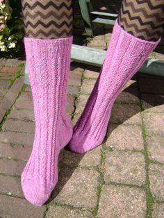 Handgebreide wollen sokken kleur roze met stippen  door AnnemiekeA, $49.00