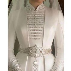 Hijab Styles 595108538243699164 - weddingdress Source by maisonjuliejm Muslimah Wedding Dress, Hijab Wedding Dresses, Wedding Dress Necklines, Necklines For Dresses, Prom Dresses, Couture Mode, Couture Fashion, Hijab Fashion, Fashion Dresses