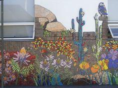 Le prochain stage de mosaïque murale sur 5 jours aura lieu en juin du 20 au 24. Vous travaillerez en méthode indirecte sur filet avec du gré Cérame sur un projet de rosier grimpant. En fin de stage vous procéderez à la pose définitive sur le mur du jardin...