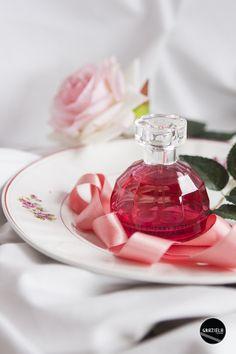 Bem, sei que o #diadosnamorados é já amanhã, mas eu não podia deixar de dar uma sugestão para os namorados oferecerem às suas namoradas ou eventualmente elas até lhes darem a dica que querem experimentar o novo #perfume da The Body Shop. Por isso, aqui fica a minha review. ;) http://mycherrylipsblog.com/japanese-cherry-blossom-strawberry-kiss-404981  #beauty #parfum #thebodyshop #cherryblossomstrawberrykiss