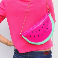 DIY to create a beautiful watermelon bag ! (in french). Check out the bag that looks like a lemon in this tutorial.