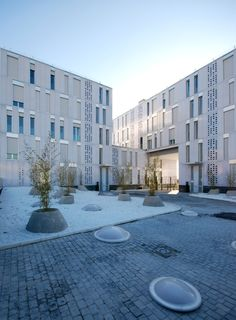 35 social white housing in Madrid - Explore, Collect and Source architecture