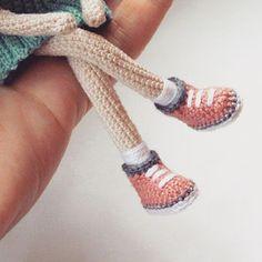 Amigurumi doll boots by Yulia (Inspiration). Bunny Crochet, Crochet Amigurumi, Crochet Doll Pattern, Amigurumi Patterns, Amigurumi Doll, Doll Patterns, Knit Crochet, Knitted Dolls, Crochet Dolls