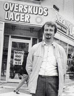 I 1985 køber Lars Larsen det amerikansk ejede postordrefirma 'Positiv Fritid'. På rekordtid åbnes der butikker i Aalborg, Randers, Vejle, Esbjerg, Horsens, Hundige, Nakskov, Vildsund, Skalborg, Silkeborg og København. Sortimentet var alt lige fra tøj og sko til porcelæn, isenkram og sengetøj. Et par år senere sælger Lars Larsen Positiv Fritid til et svensk foretagende
