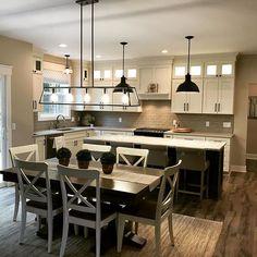 Today we feature @hinkleylighting dining room fixture! #hinkley #kichen #homedecor #interiordesign #thelightingcorner #l...