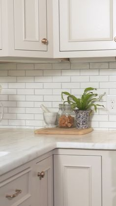 Farmhouse Kitchen Decor Ideas: Great Home Improvement Tips You Should Know! You need to have some knowledge of what to look for and expect from a home improvement job. Home Decor Kitchen, Interior Design Kitchen, Home Kitchens, Diy Home Decor, Small Kitchens, Outdoor Kitchens, Interior Ideas, Cuisines Design, Küchen Design