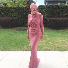 galeri hijabi #galerihijabi   hijab look #hijablook Hijab Prom Dress, Hijab Style Dress, Hijab Look, Maxi Dress Wedding, Muslim Dress, Kebaya Hijab, Kebaya Dress, Dress Pesta, Abaya Fashion