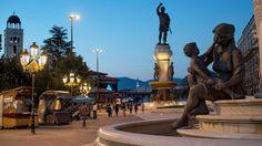 I Skopje møtes øst og vest, gammelt og nytt. FOTO: JONAS GRATZER Statue Of Liberty, Vest, Travel, Viajes, Statue Of Liberty Facts, Statue Of Libery, Destinations, Traveling, Trips