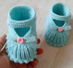Pink And White Crochet Baby Booties By T - maallure Pink And White Crochet Baby Booties By T - maallure Kleidung Baby Booties Knitting Pattern, Crochet Baby Boots, Crochet Baby Sandals, Baby Shoes Pattern, Booties Crochet, Crochet Shoes, Baby Knitting Patterns, Newborn Hats, Baby Hats