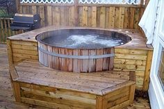 Rustic Backyard Decoration with Outdoor Jacuzzi Hot Tub, and Cedar Wood Outdoor Tub Materials. Japanese Home Design, Japanese House, Piscina Pallet, Tubs For Sale, Hot Tub Deck, Jacuzzi Outdoor, Outdoor Hot Tubs, Jacuzzi Tub, Bath Tub