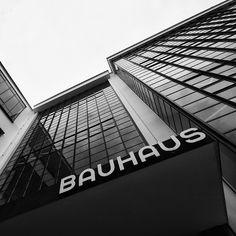 Bauhaus Dessau by Walter Gropius ***for you,Bri*** Walter Gropius, Bauhaus Style, Bauhaus Design, Bauhaus Art, Architecture Design, Gothic Architecture, Classical Architecture, Landscape Architecture, Le Corbusier