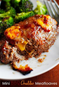 Mini BBQ Cheddar Meatloaves Recipe ~ Says lean ground beef with sweet BBQ sauce, melted cheddar cheese, and caramelized onions formed into petite, personal-sized meatloaves and roasted in a hot oven until golden brown and bubbly Meatloaf Recipes, Meat Recipes, Cooking Recipes, Bbq Meatloaf, Recipies, Cheeseburger Meatloaf, Stuffed Meatloaf, Stuffed Turkey, Think Food
