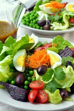 Another great salad to show off our eggs! Butterhead Salad with Olives, Spring Peas and Roasted Beets with Spicy Olive Vinaigrette - Farmgirl Gourmet Healthy Salads, Healthy Eating, Healthy Recipes, Delicious Recipes, Salad Bar, Soup And Salad, Beet Salad, Comidas Lights, Roasted Beets