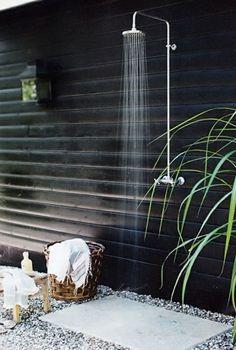 une douche de jardin en acier inox