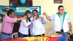 Viceministra brinda con agua de la llave del nuevo acueducto de vereda Santa Rosa de Popayán #ProclamadelCauca http://www.proclamadelcauca.com/2014/06/viceministra-brinda-con-agua-de-la-llave-del-nuevo-acueducto-de-vereda-santa-rosa-de-popayan.html @trujimore85 @Minvivienda @G_HerreraC @luisfelipehenao @FuenteDProgreso @acue_popayan