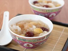Snow Fungus with Longan and Ginkgo Nuts Dessert 雪耳龙眼白果糖水 This is a simple Chinese dessert (tong shui) to make at home. It is often cooked during Chinese New Year and auspicious occasions (I remember having it at my friend's house on the morning of her wedding) presumably because its