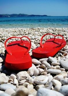 ♥ In New Zealand we wear jandals at the beach or on the shore of the lake, Red is the colour of Christmas and you think of relaxing summer days ... Bliss ... other countries may call Jandals , flip fops.
