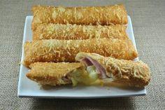 Cigarretes são salgados em formato cilíndrico fritos e muito saborosos. Você pode recheá-los como quiser, mas o mais famoso é o recheio de presunto, queijo