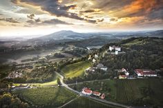 Ausblick vom Schloss Kapfenstein auf die Umgebung #badgleichenberg #regionbadgleichenberg Berg, Mountains, Nature, Travel, Volcanoes, Road Trip Destinations, Environment, Adventure, Landscape
