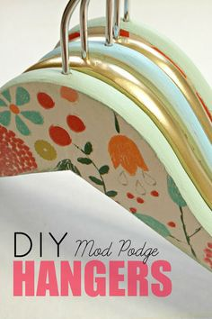 The best DIY projects & DIY ideas and tutorials: sewing, paper craft, DIY. DIY Gifts Ideas 2017 / 2018 How to personalize your wooden hangers with gift wrap & mod podge! Idées Mod Podge, Mod Podge Crafts, Fun Crafts, Arts And Crafts, Craft Gifts, Diy Gifts, Handmade Gifts, Diy Projects To Try, Craft Projects