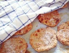 Nämä rieskaset on oikeastaan jo minun bravuuri. Breakfast Time, Bread Recipes, Camembert Cheese, French Toast, Super, Brunch, Food And Drink, Rolls, Chips