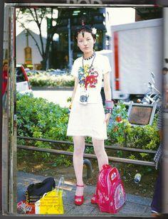 Japanese Street Fashion Photo by Shoichi Aoki - Fashion Japan Street Fashion, Tokyo Street Style, London Street, Harajuku Girls, Harajuku Fashion, Quirky Fashion, Colorful Fashion, Neko, Poses