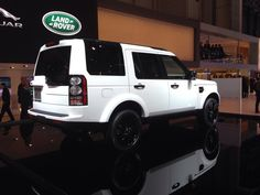 Twitter / AKuhlig: New Land Rover Discovery.