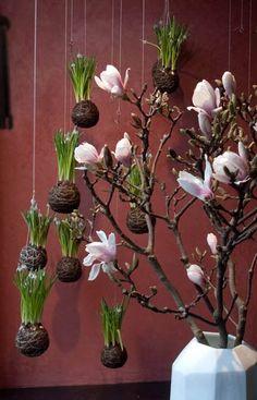 colgar decoraciones de jardín