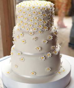 Beautiful Daisy Wedding Cake Design