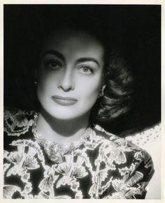 Joan Crawford, 1940s (via hedda-hopper)