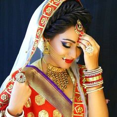 Bridal Nose Ring Ideas - Stunning Bridal Nath designs that Indian Brides Slayed - Witty Vows Bridal Makeup Looks, Bridal Looks, Bridal Style, Wedding Makeup, Bridal Nose Ring, Bridal Hairdo, Indian Wedding Bride, Indian Wedding Jewelry, Indian Bridal Fashion