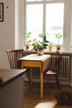 Delta Breezes... Small Eating Area Apartment Dining Room Minimal Vintage Modern Living Inspiration