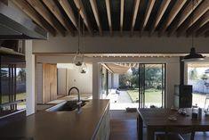 根來宏典建築研究所が手掛けた土間の広がる家 | homify Compact Living, Japanese Interior, House Plans, Pergola, Outdoor Structures, House Design, Ceiling Lights, Table, Furniture