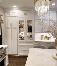 Luxury Kitchen Design, Kitchen Room Design, Home Interior Design, Beautiful Kitchen Designs, Beautiful Kitchens, Home Luxury, Parisian Decor, Beautiful Closets, Kitchen Island Decor