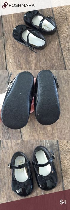 Infant/ baby dress shoes Newborn infant shoes!  No specific size but they are tiny so I'm going to guess newborn Good condition wee kids Shoes Dress Shoes