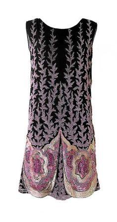 Charlestonjurk, gegarneerd met paillettes, kralen in diverse roze tinten 1925-1930